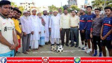 সিদ্ধিরগঞ্জে ফুটবল টুর্নামেন্টে উদ্ধোধন করলেন বীর মুক্তিযোদ্ধারা