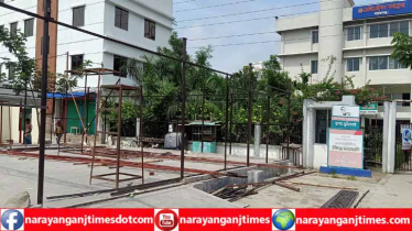 নারায়ণগঞ্জ রেজিষ্ট্রেশন কমপ্লেক্সে দলিল লেখকদের বসার স্থান নেই