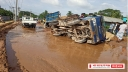 ঢাকা-রূপসী-মুড়াপাড়া-কাঞ্চন সড়কে ঝুঁকি নিয়ে যান চলাচল